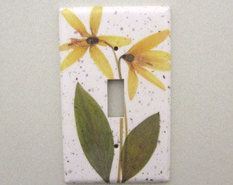 Yellow trout lily single lightswitch cover switchplate