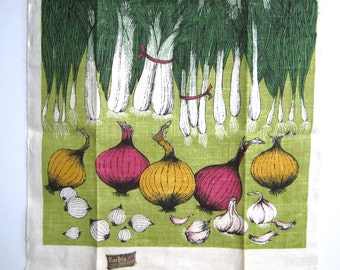 Vintage Towel Lois Long Onions Garlic Kay Dee Prints Red Green Yellow