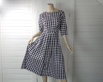 50s Cotton Dress in Black & White Houndstooth- 1950s Checked Pin Up Pleated Dress / Long Sleeve , Fit + Flare- Beatnik- Medium