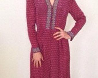 1970s French vintage folk burgundy dress with v neckline - medium M