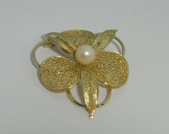 Vintage Gold tone metal Filigree with Faux Pearl Flower Brooch Pin