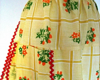 Apron Vintage UNUSED Kitchen Skirt Cover Pinafore Red onYellow Check Flowers NEW