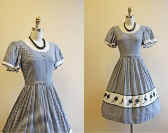 Vintage 1950s Dress - 50s Dress - Black White Gingham Cotton Full Skirt Dress w Rose Embroidery XS S - Spring Fling