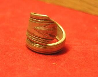 Spoon ring Vernon silver plate 1931 Casino design pattern flatware Pick size