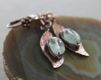 Copper dangle earrings with leaves and wrapped blue aquamarine stones - Aquamarine earrings - Copper earrings - Botanical earrings - ER034