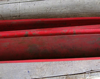 old rusty tool tray in red