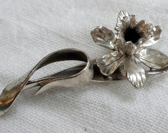 Sterling Silver Daffadil Brooch Ribbon Accent