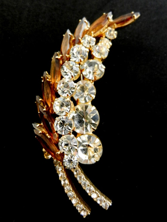 DeLizza and Elster Juliana Topaz Rhinestone Leaf Brooch - a single layered flower motif with dazzling stones and high quality - art.566/2-
