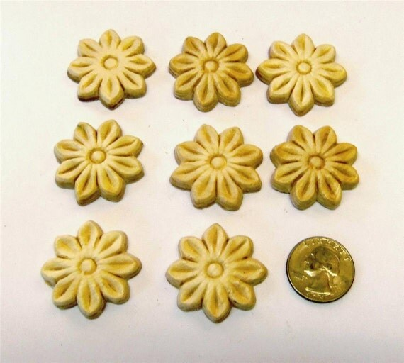 FREE SHIPPING 8 Wood Appliques lays Daisy Flower Embossed