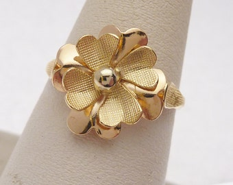18 kt Textured Flower Ring 1970s