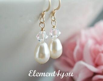 Bridesmaid gift, Bridesmaid earrings, Swarovski Crystal Earrings, Wedding earrings, Bridal earrings, Gold earrings, Pear shaped pearl drop.