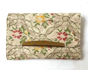 vintage 1970's NOS flowered key holder wallet plastic mid century modern retro fashion accessories accessory small 6 key hooks womens old