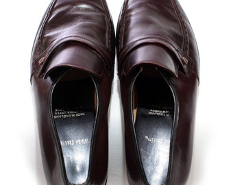 Vintage Mens PEANNY LOAFERS . Brown Leather 1970s Slip On Brogues Trimmed Retro Dress Shoes . Size Us mens 8 , Eur 41.5 , Uk 7.5