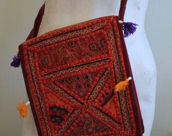 vintage. Indian Cotton Embroidery Pouch // Shoulder Bag