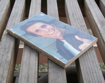 Vintage book The Official Fonzie Scrapbook by Ben Davidson 1976