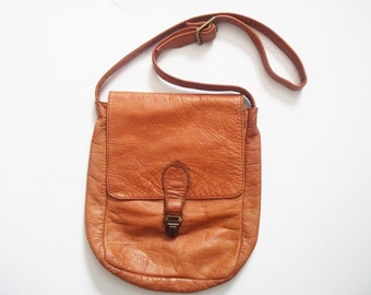 Vintage 1970s Messenger Bag / Distressed Tan Brown Leather Bag / 70s Leather Saddle Bag