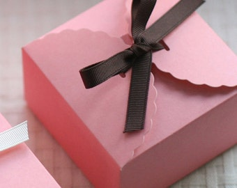 5 Pink Lace Gift Boxes - M size (4.7 x 4.7 x 2.4in)