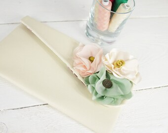 Personalized Pastel Bridesmaids Purses | Bridesmaid clutch