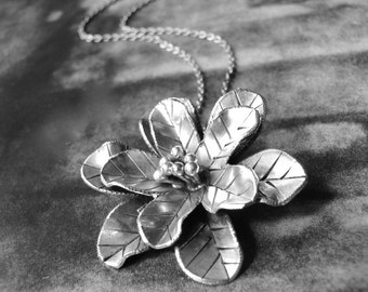Spring Pendant Necklace / Silver Flower Pendant / Sterling Silver / Statement Necklace / Mother's Day Gift / Chic Jewelry / Accessories