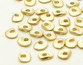 ME-197-MG / 8 Pcs - Flat Mini Pebble Centrepiece, Matte Gold Plated over Brass / 5.6mm x 6.8mm