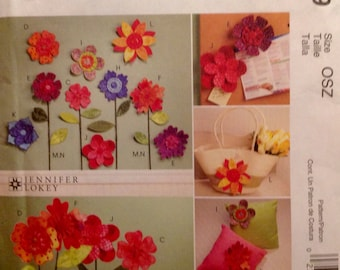 Sewing Pattern Dimensional Fabric Flowers Pincushions Floral Decor Fabric Art 2009 Uncut