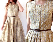 Français des années 1950 Vintage imprimé coton jaune calico robe bouclée