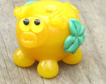 Green Shamrock Yellow St Patricks Day Pig Lampwork Handmade SRA Artisan Glass Bead NLC Beads leteam