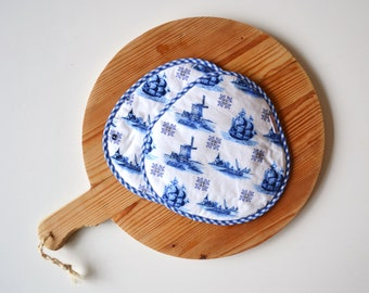 blue dutch mills potholders - delft blue hot pads - traditional kitchen potholders - blue and white potholders - Dutch gift - housewarming