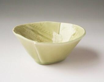 Dipping Bowl in celadon Leaf Litter design
