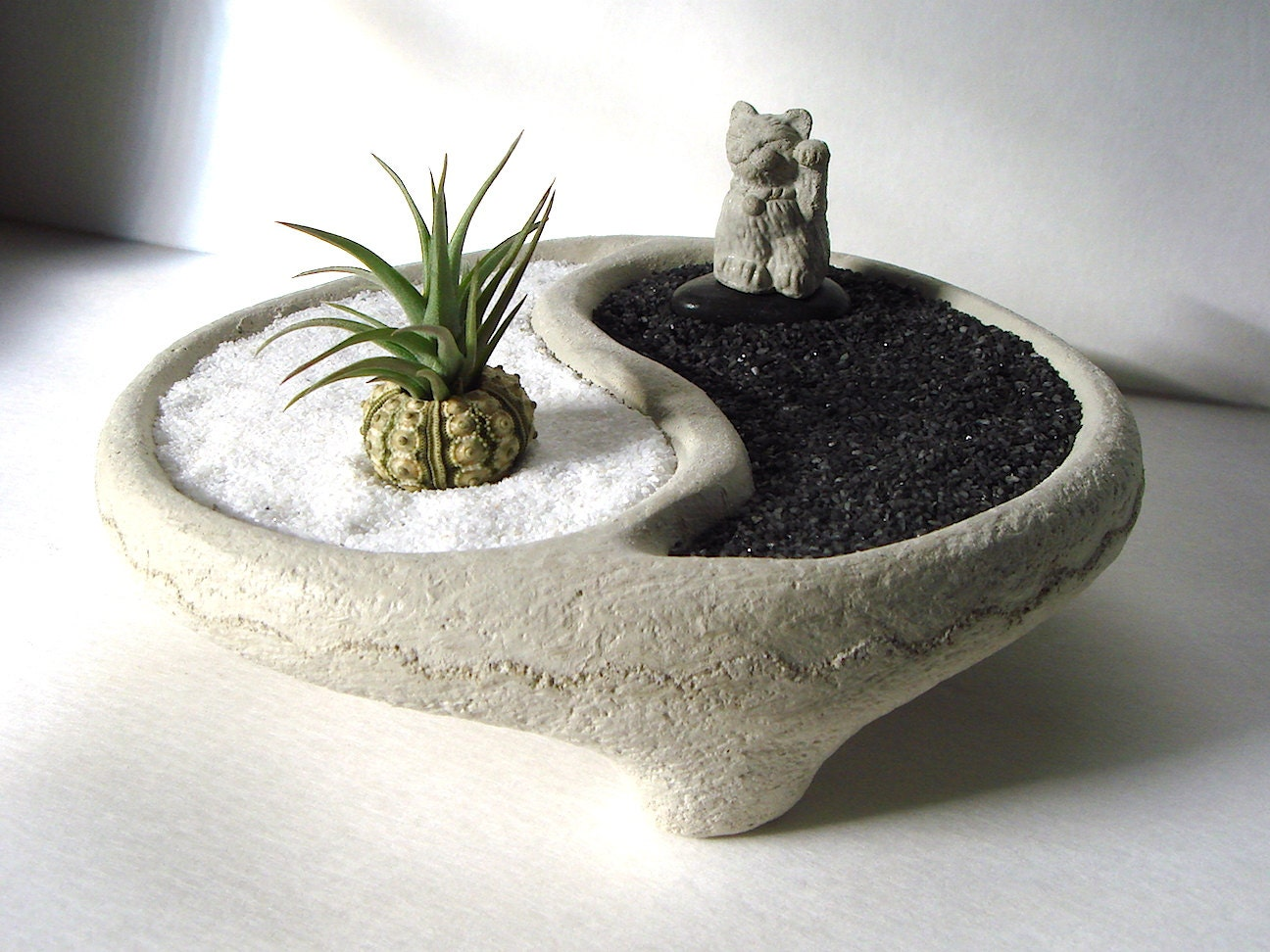 yin yang bowl sweet mini lucky cat maneki neko air plant. Black Bedroom Furniture Sets. Home Design Ideas