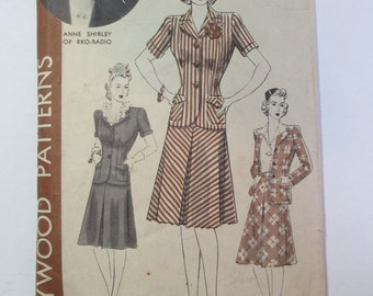 "Antique 1940's Hollywood Dress Pattern #682 - size 32"" Bust"