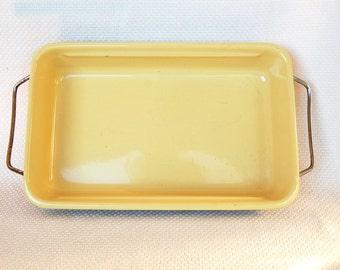 Vintage Butter Yellow Enamel Roasting Pan with Metal Handle Frame