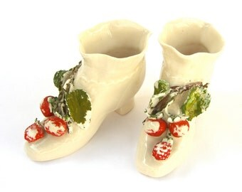 2 Ceramic Miniature Shoes, Cold Painted Collectibles, Hand Painted Berries Leaves, Chippy Shabby Chic, Christmas Decoration