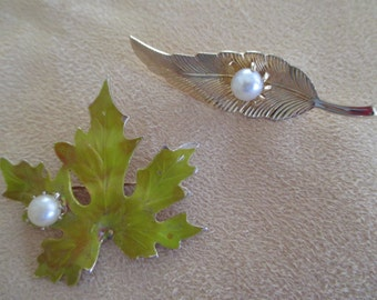 vintage costume jewelry   / leef brooches 2
