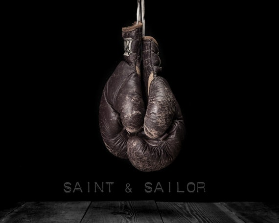 Vintage boxing gloves on black photo print boys room decor - Gants de boxe vintage ...