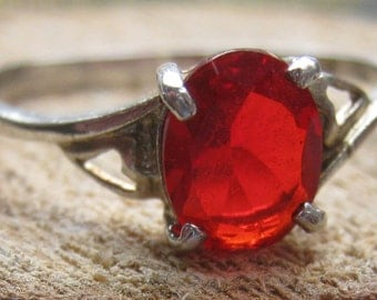 Simple Vintage Sterling Silver Ladies Ring with Bright Red Cubic Zirconium Size 8 1/2