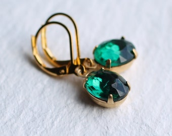 Emerald Green Oval Earrings ... Jade Vintage Jewels May Birthstone