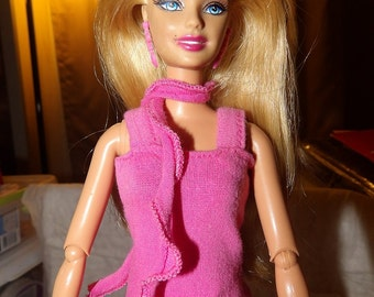 Fashion Doll Coordinates - Bright pink knit shirt with matching ruffle scarf - es329