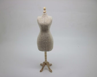 Miniature dollhouse unfinished mannequin - code VMJ5826
