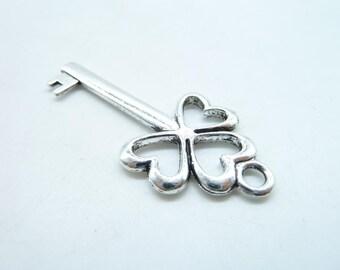 5pcs 21x47mm Antique Silver Lovely Filigree Three Heart Lucky Flower Key Charm Pendant c5254