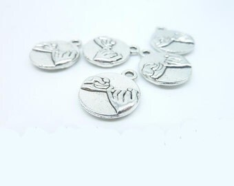 20 pcs 14mm Antique Silver Hand in Hands Fingers Hooks Soulmates Double Sided Round Charms Pendants c7978