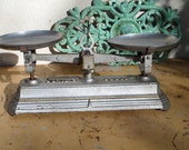 French  Antique  Small  Cast Iron 2kg Balance Market Scale Country Store Shop 1920s