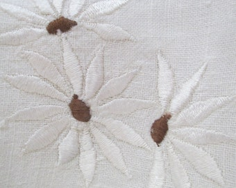 Vintage Small Square Tablecloth Ivory Linen Floral Embroidered White Daisies Daisy Flowers Scalloped Edge E10
