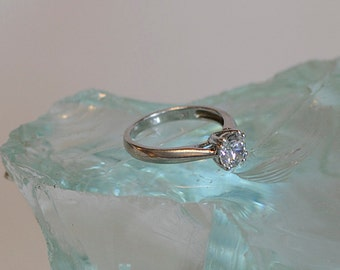 Vintage Sterling Silver & Round CZ Cubic Zirconia Ring.. 4 Prong Trellis Setting.. Size 7.25 (#39)