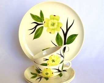 Vintage DIXIE DOGWOOD SET/ dinner plate/ 2 cups and saucers