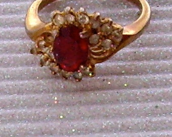 Vintage ring costume jewelry goldtone with faux ruby diamonds size 7 1960s