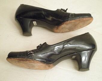 Vintage 1940's Shoes  Black Open Toe Pumps  Swing Era  Size 8 Character Shoes Cutouts Patent
