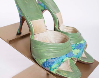 Vintage 1950s Springolator Pumps Sage Green Leather and Floral Print Fabric 50s Vintage Springolators with Blue Flowers and Stiletto Heels