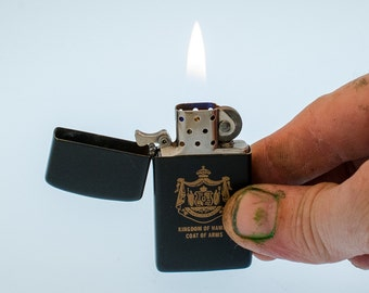Working 1995 Zippo Slim Windproof Pocket Lighter With Hawaiian Coat Of Arms