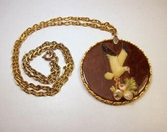 "Vintage Shell & Wood Necklace / Seagull Bird / Island Beach Jewelry / Pendant / 2"""